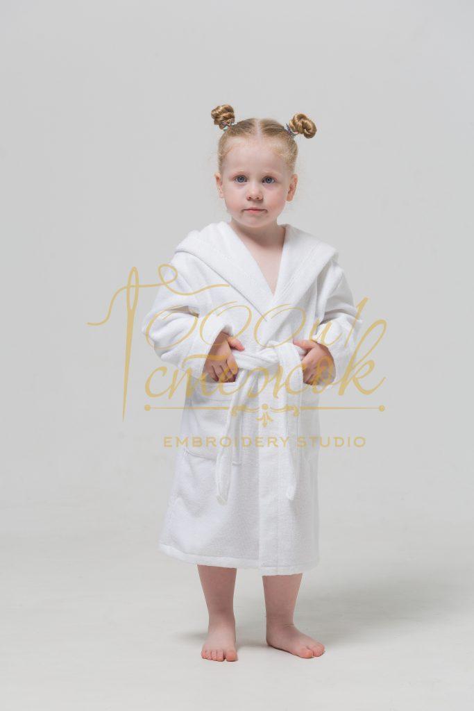 Детский халат с капюшоном категории «Премиум Россия» с именной вышивкой (Белый)